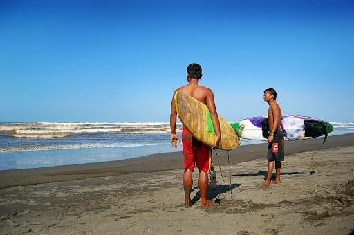 Berselancar Berkuda Pantai Widarapayung Yuk Kab Cilacap