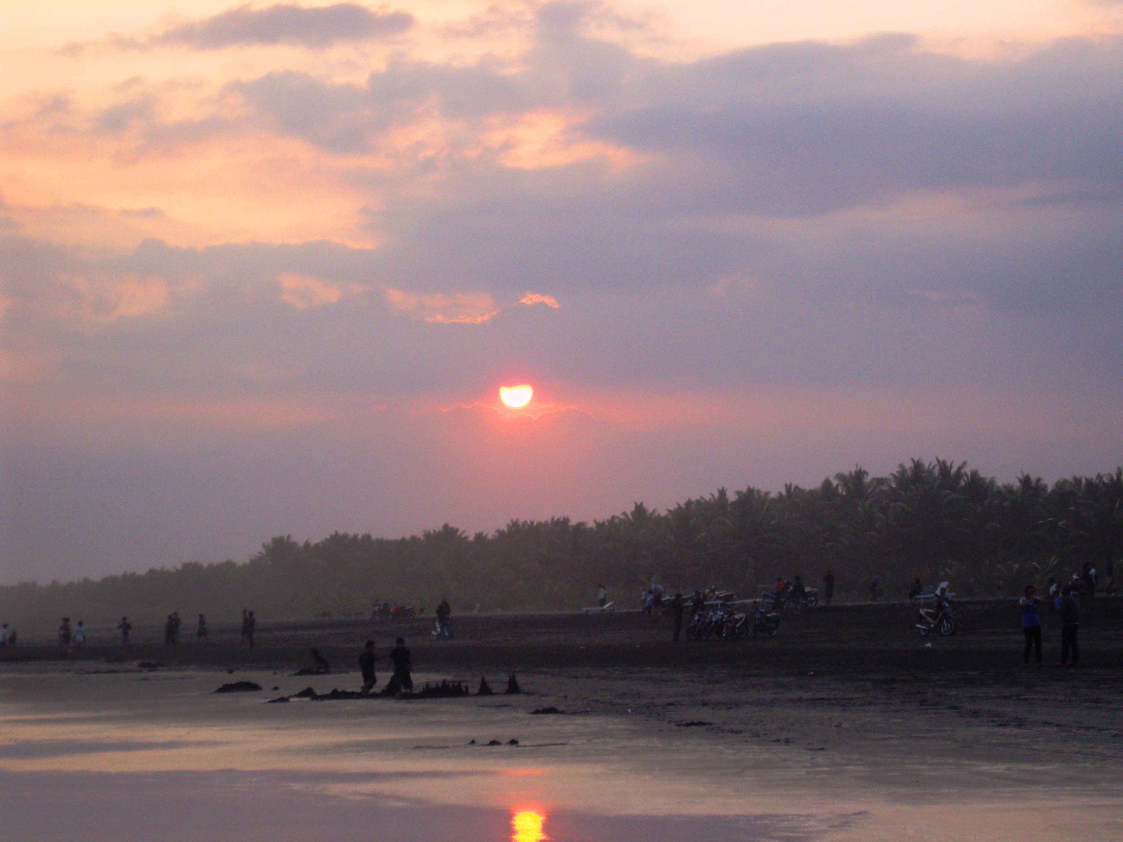 Pantai Widarapayung Menawan Cilacap Jawa Tengah Widara Payung Kab