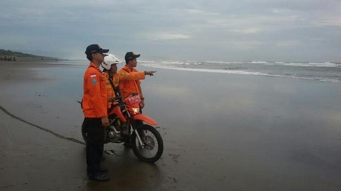 Pencari Kerang Hilang Diterjang Ombak Pantai Tribun Jateng Widarapayung Kab