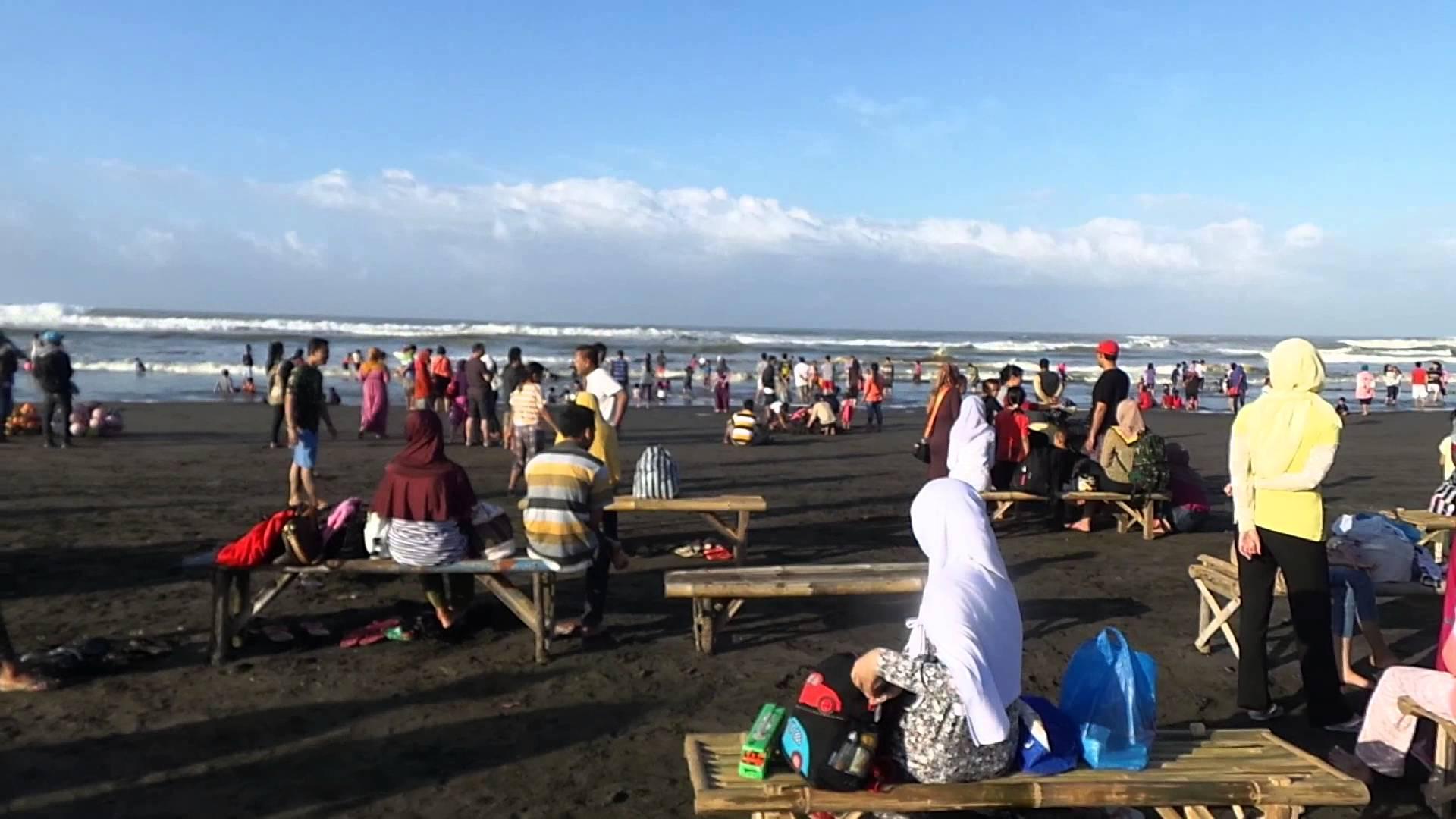 Suasana Libur Lebaran Pantai Widara Payung Youtube Widarapayung Kab Cilacap