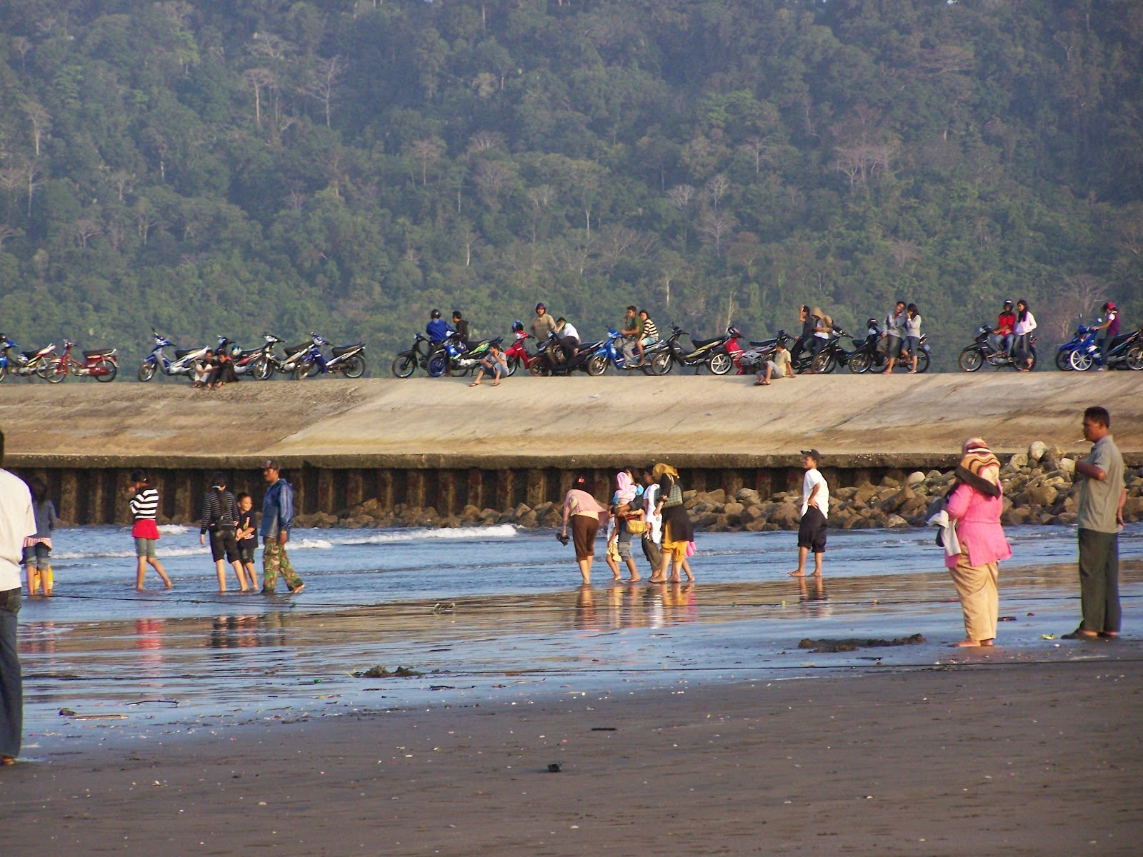 Menikmati Pantai Teluk Penyu Cilacap Kab