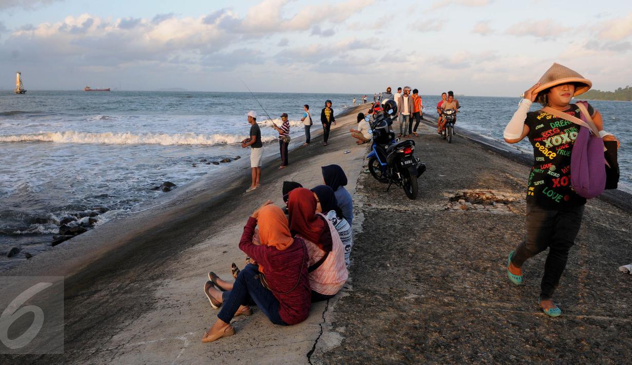 Menikmati Senja Pinggir Pantai Teluk Penyu Cilacap Foto 1 5