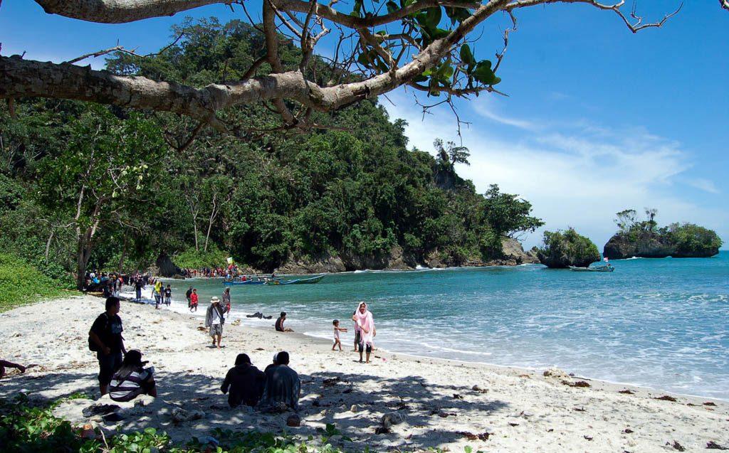 Obyek Wisata Pantai Teluk Penyu Cilacap Jawa Tengah Lokasi Kab