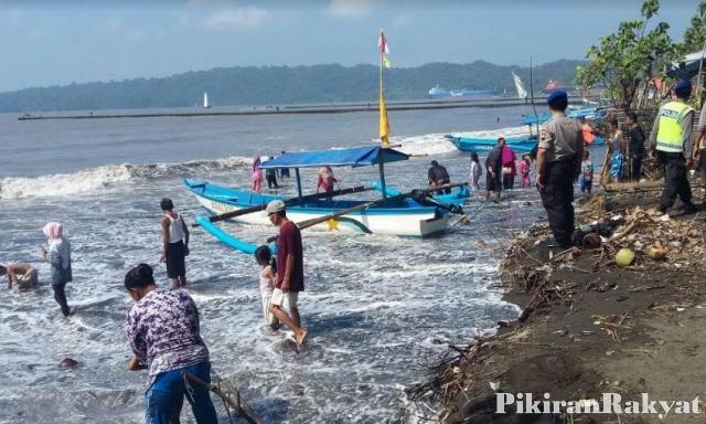 Terseret Ombak Pantai Teluk Penyu Dwianto Ditemukan Pikiran Cilacap Eviyanti