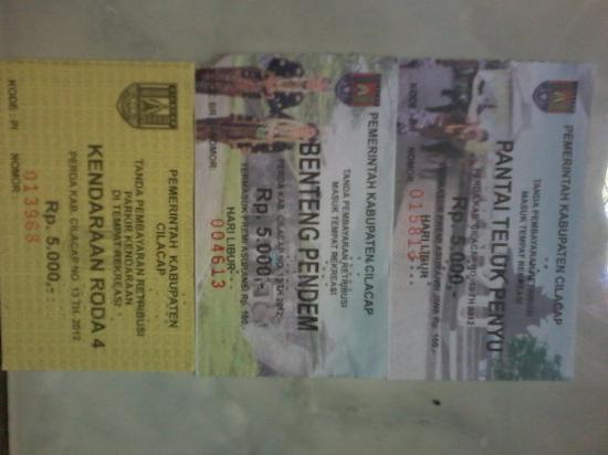 Tiket Masuk Teluk Penyu Benteng Pendem Parkir Rp 5 000
