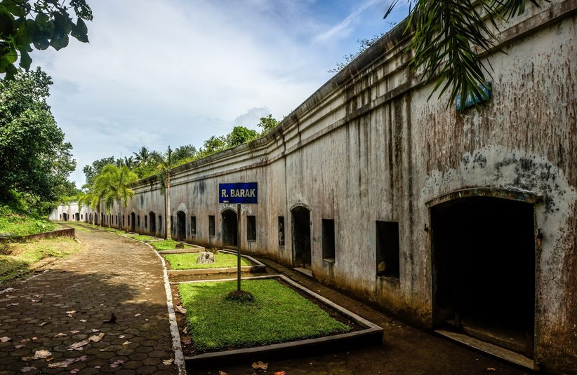 35 Tempat Wisata Cilacap Jawa Tengah Hits Seru Benteng Pendhem