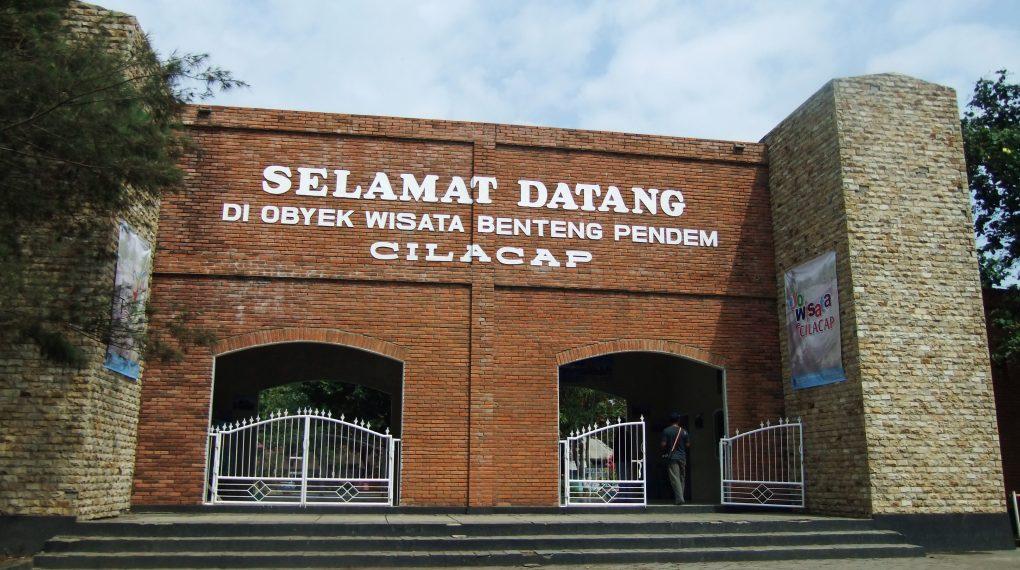 Tempat Wisata Cilacap Terindah Direkomendasikan Obyek Benteng Pendem Waterpark Tirta