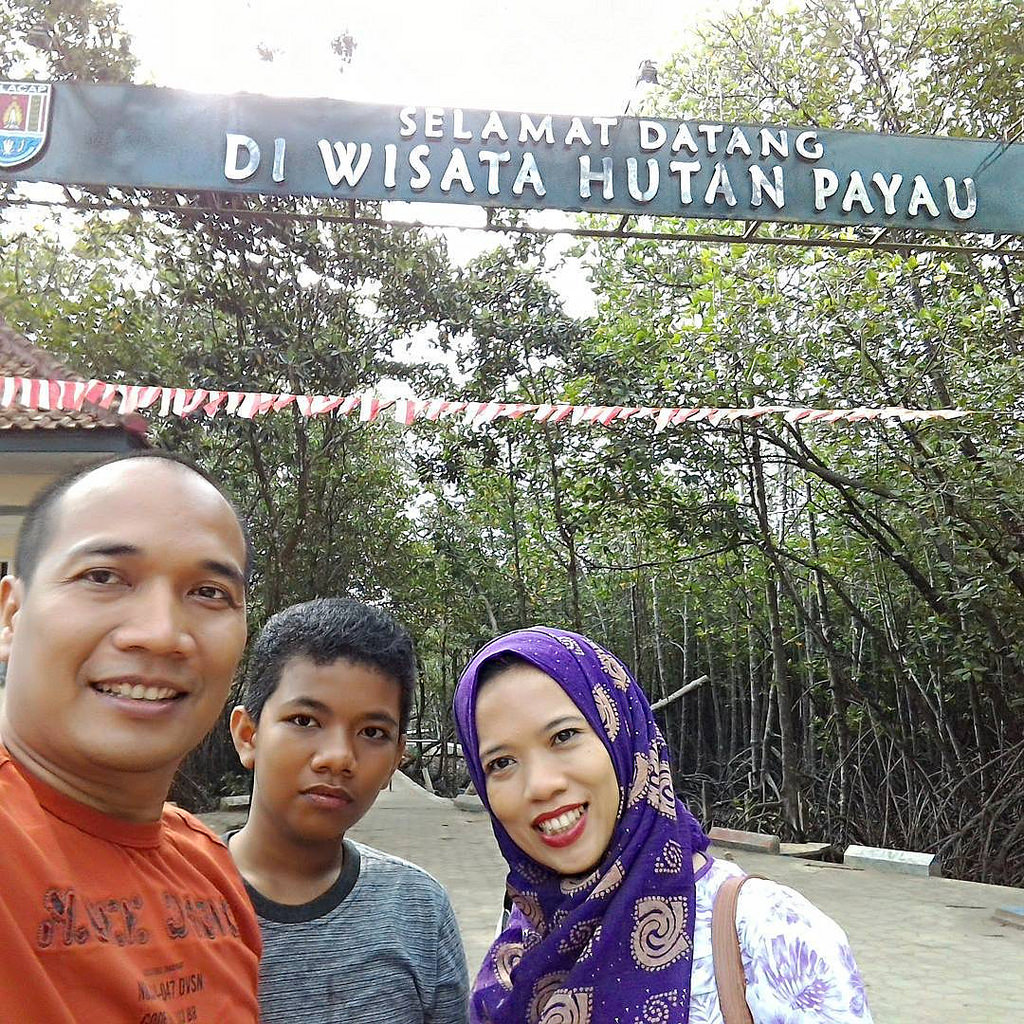 Menikmati Ekosistem Mangrove Wisata Hutan Payau Cilacap Ghost Ship Wefie