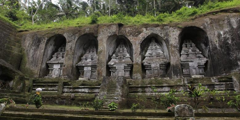 Candi Gunung Kawi Relief Menghiasi Tebing Kompas Kab Gianyar
