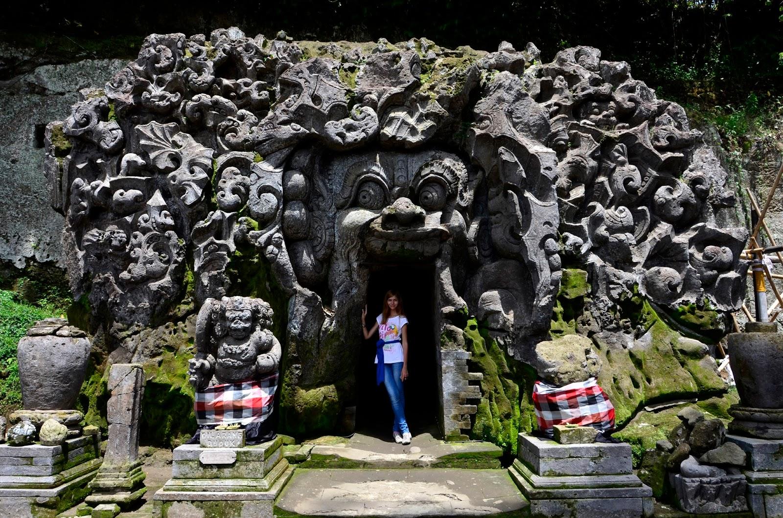 Goa Gadzha Gajah Slonovya Peshera Dzhungli Na Bali Datiruetsya Ix