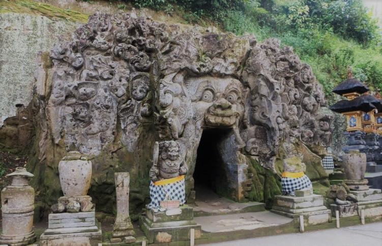 Temple Pura Bali Local Tour Guide Goa Gajah Elephant Cave