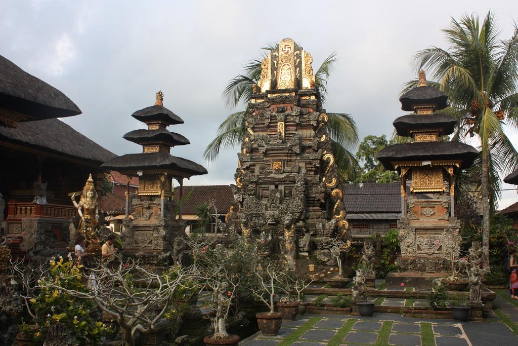 Ubud Bali Attraction Indonesia Justgola Copy Arian Zwegers Goa Gajah