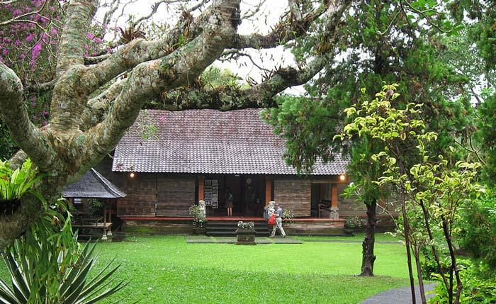 Museum Bali Denpasar Sejarah Tiket Masuk Lokasi Puri Lukisan Ubud