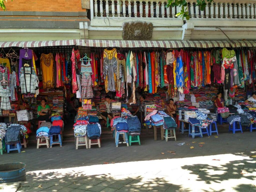 Lensa Bali Pasar Sukawati Paska Liburan Vibizmedia Tradisional Menjajakan Berbagai