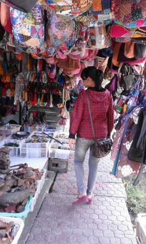 Objek Wisata Pasar Seni Sukawati Kabupaten Gianyar Bali Mentari Berkeliling