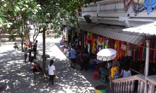 Objek Wisata Pasar Seni Sukawati Kabupaten Gianyar Bali Mentari Ramainya
