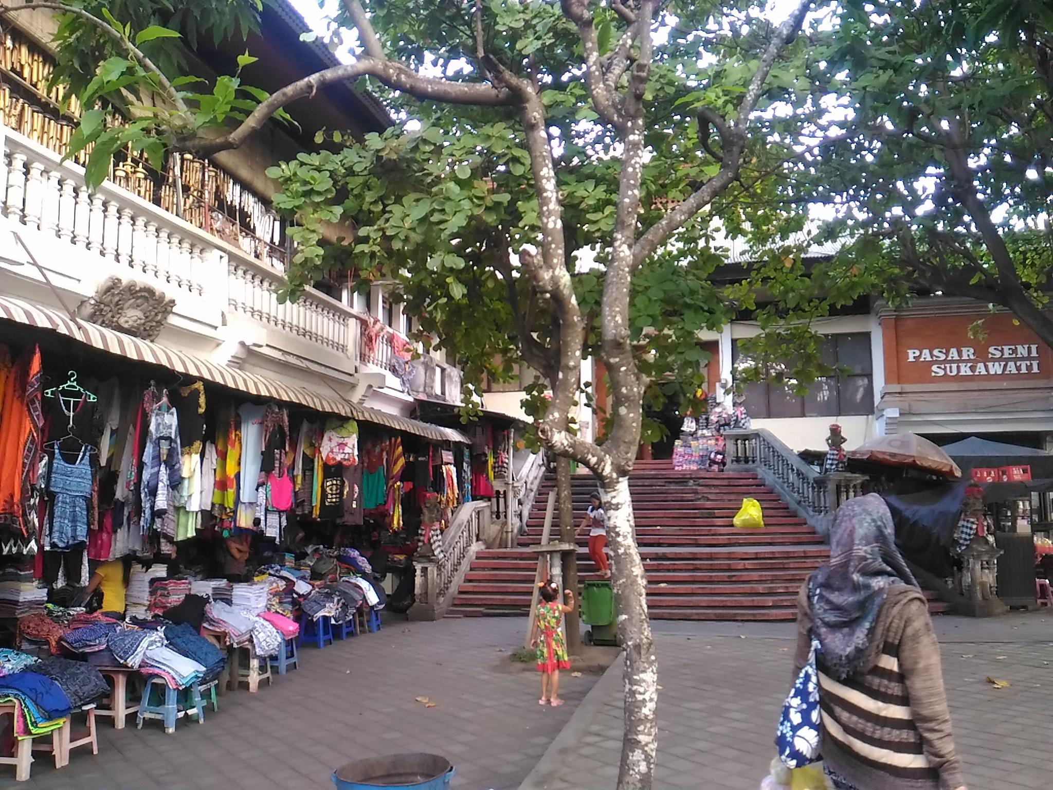 Pasar Oleh Menjamur Pedagang Seni Sukawati Mengeluh Suasana Gianyar Kab