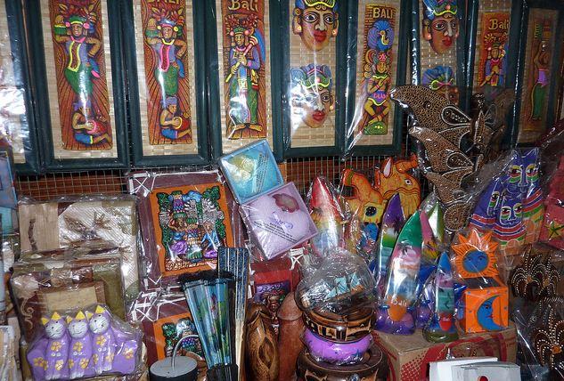 Pasar Seni Sukawati Oleh Khas Bali Infoindoku Informasi Kab Gianyar