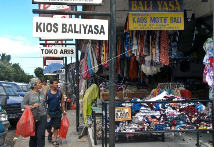 Pasar Sukawati Antara Foto Sejumlah Wisatawan Berjalan Depan Salah Satu