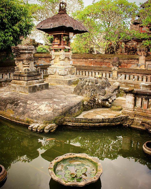 Batuan Temple Instagram Photos Stories Videos Pikdo Hindu Hindutemple Bali