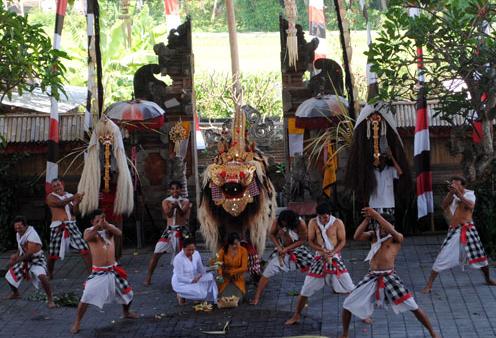 Desa Batu Bulan Gianyar Village Wisata Bali Seru Banyaknya Wisatawan