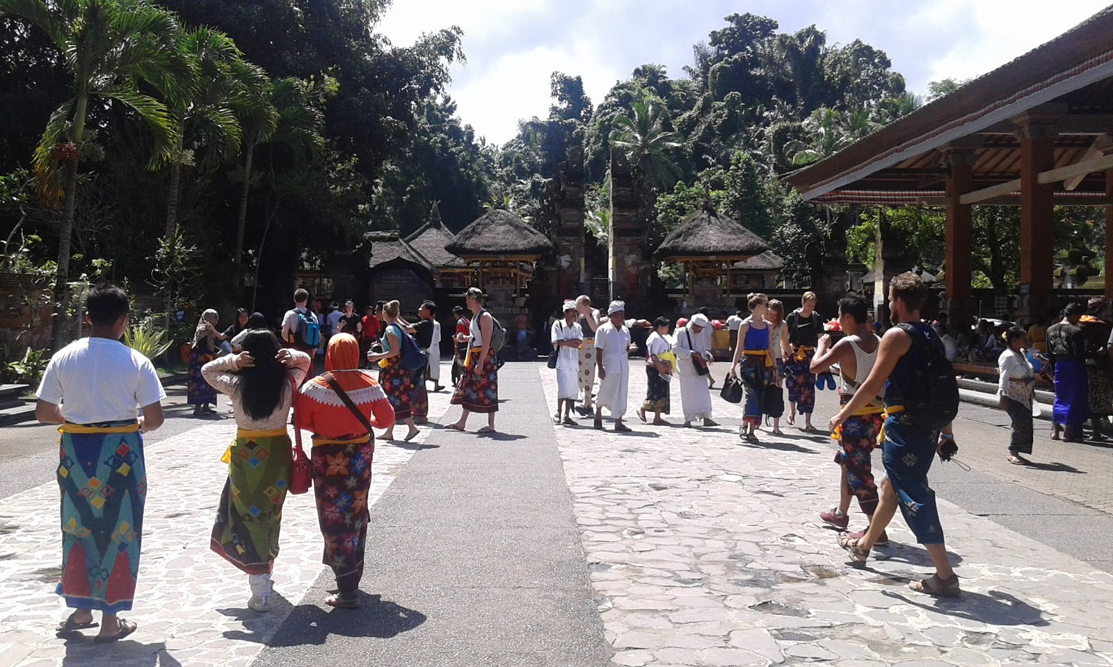 Managament Travelling Pesona Alam Pura Pesucian Tirta Empul Area Menuju