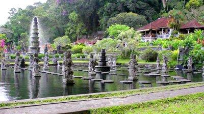 Museum Becak Indonesia Tirta Gangga Pura Empul Kab Gianyar