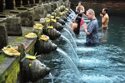 Wisata Pulau Bali Indonesia Objek Gianyar Air Suci Pura Tirta