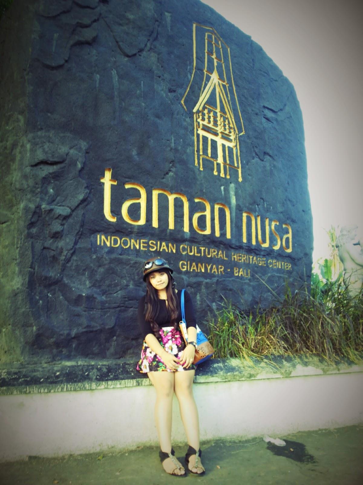 Objek Pariwisata Bali Taman Nusa Gianyar Kab