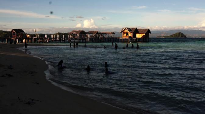 Sensasi Pagi Hamparan Pasir Putih Pulau Saronde Gorontalo Berenang Menjadi
