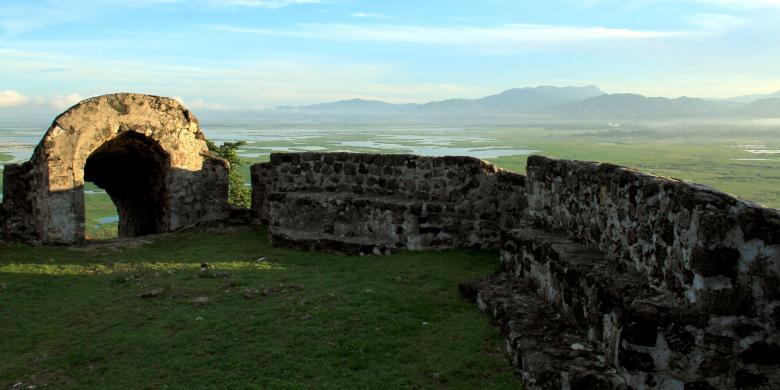 Akhir Pekan Benteng Otanaha Ramai Pengunjung Kompas Buatan Portugis 1522