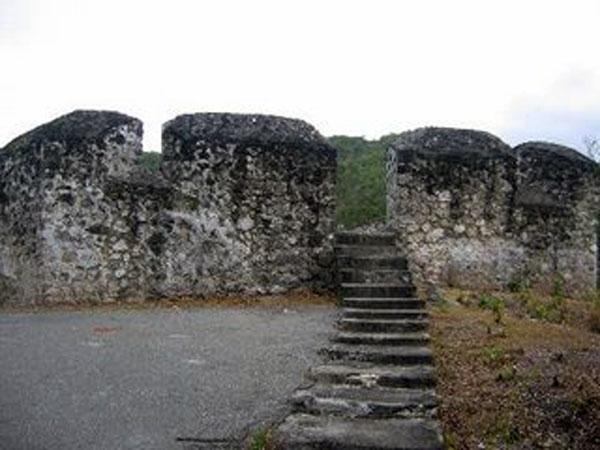 Benteng Otanaha Tujuan Wisata Sejarah Alam Provinsi Gorontalo Pertempuran Kab