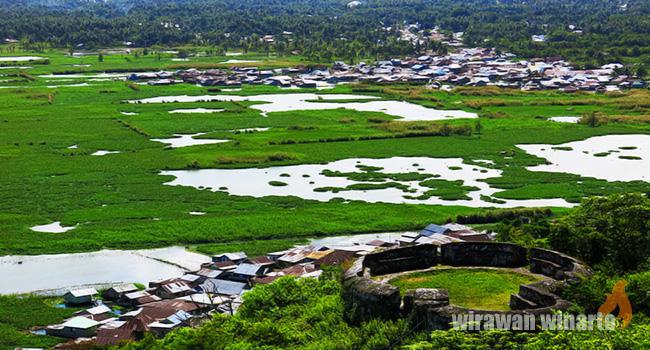 Menyinggahi Benteng Otanaha Tunawisma Sisa Sitadel Terserak Sudut Bukit Kota