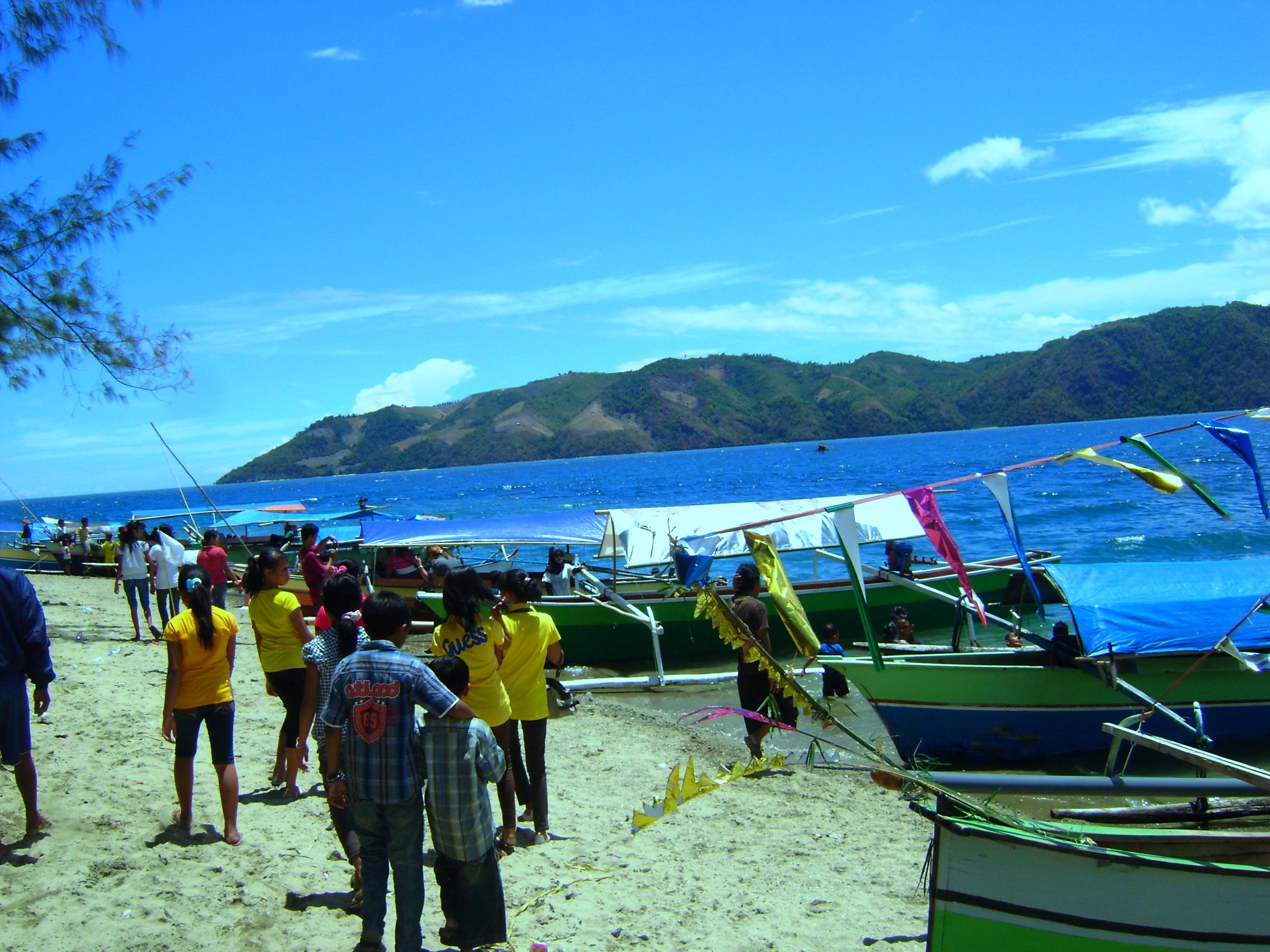 Pantai Taula Dinas Pariwisata Kebudayaan Komunikasi Festival Lomba Dayung Diselenggarakan