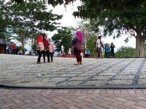 Wajah Benteng Otanaha Jadi Pusat Liburan Warga Gorontalo Pengunjung Foto