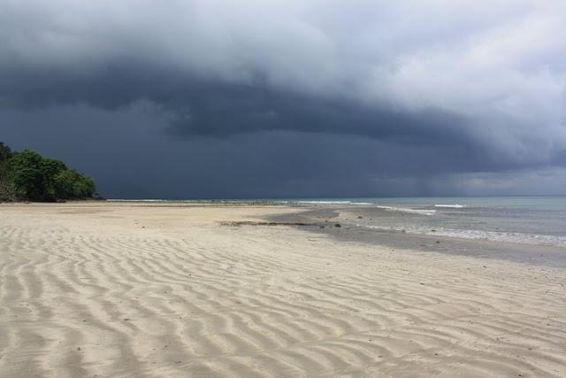 31 Tempat Wisata Gorontalo Wajib Dikunjungi Pantai Danu Pasir Putih