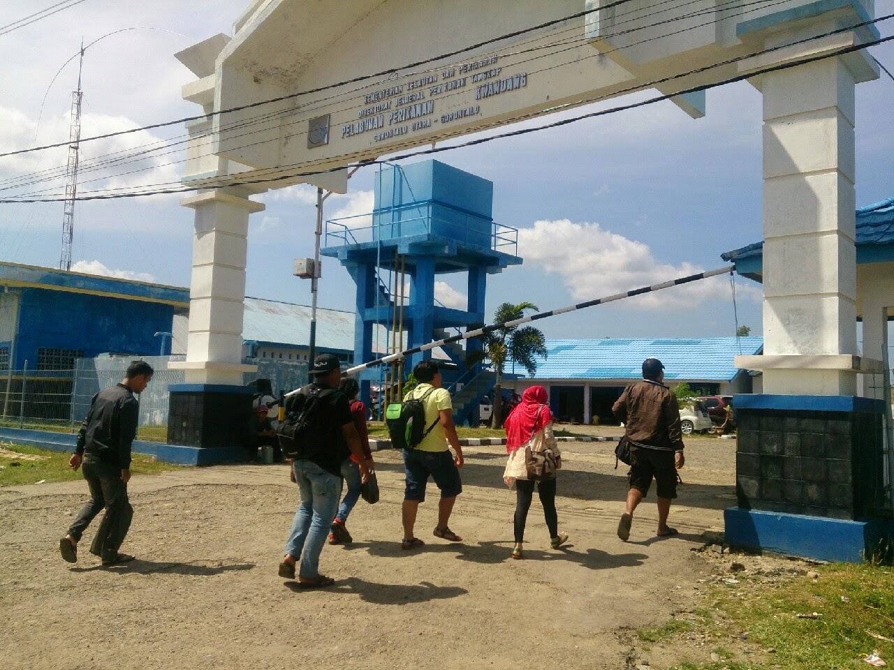 Mei 2015 Kakigatal Gerbang Pelabuhan Kwandang Gorontalo Utara Pantai Pasir