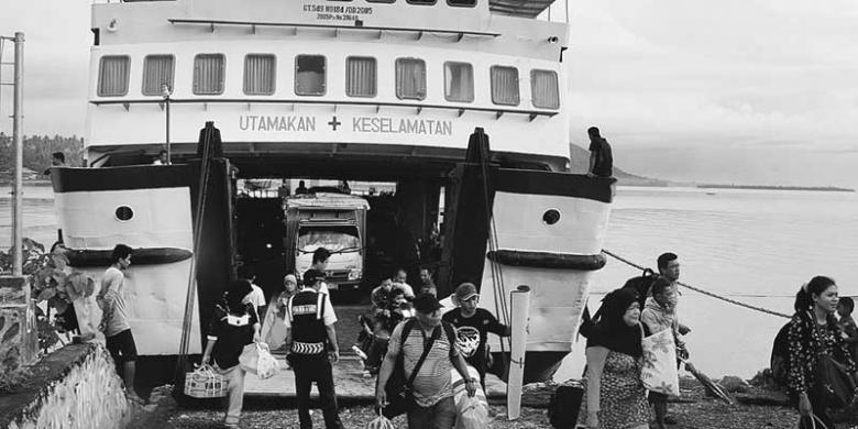 Semalam Berlayar Teluk Tomini Kompas Kabupaten Tojo Unauna Sulawesi Tengah