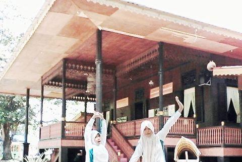 30 Tempat Wisata Gorontalo Menjadi Pusat Perhatian Singgahi Rumah Adat