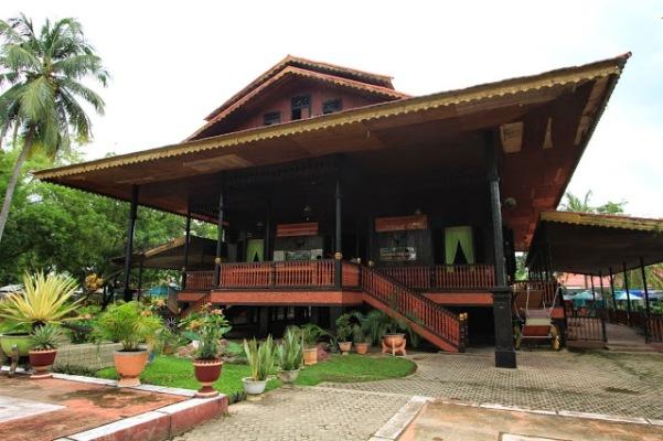 35 Tempat Wisata Gorontalo Terbaru Hits Wajib Dikunjungi Rumah Adat