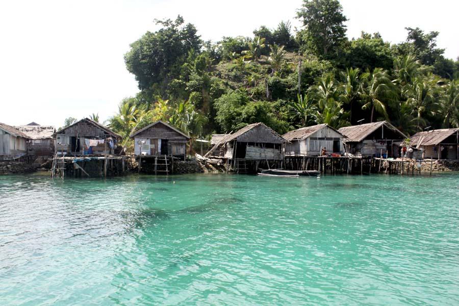 Desi Atikasari Kebudayaan Adat Kekayaan Alamprovinsi Gorontalo Suku Bajo Desa