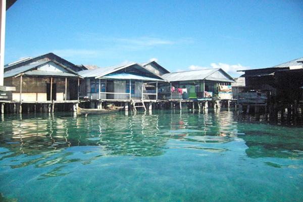Kearifan Suku Bajo Menjaga Kelestarian Pesisir Laut Mongabay Id Rumah