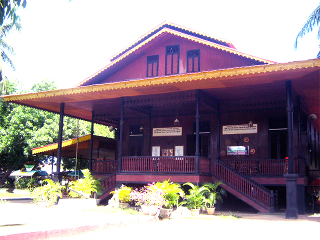 Rumah Adat Banthayo Poboide Dinas Pariwisata Kebudayaan Komunikasi Wisata Gorontalo