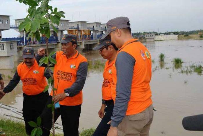 1000 Relawan Bersih Sungai Sekitar Bendungan Gerak Sembayat Bendung Kab