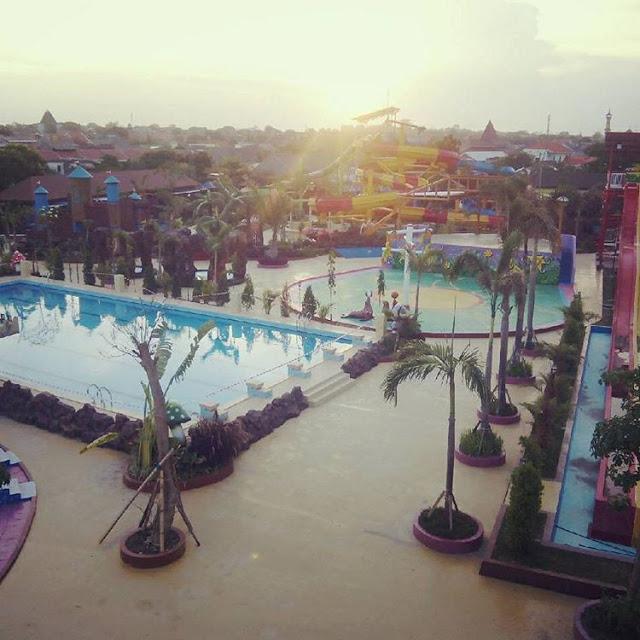 Dynasty Water World Waterpark Keren Gresik Kota Foto Sunset Bukit