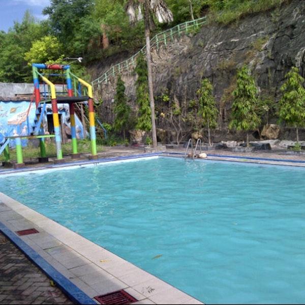 Kolam Renang Bukit Awan Randu Agung Waterpark Gresik Kab