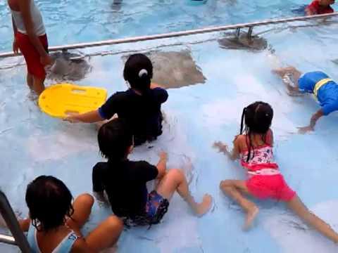 Ragha Tk Yimi Renang Bukit Awan 3 Youtube Waterpark Gresik