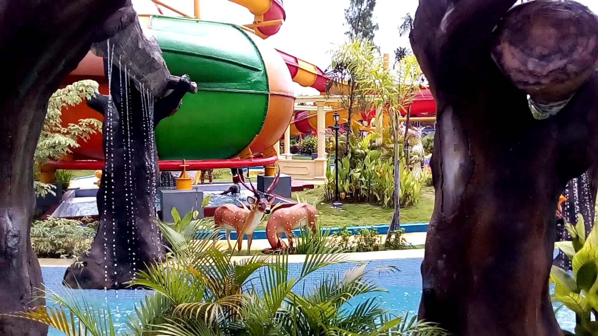 Suasana Water World Dynasti Gkb Gresik Youtube Bukit Awan Waterpark