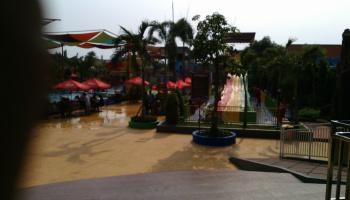 Mencoba Wahana Dynasty Waterworld Gresik Seru Mas Dani Blog Review