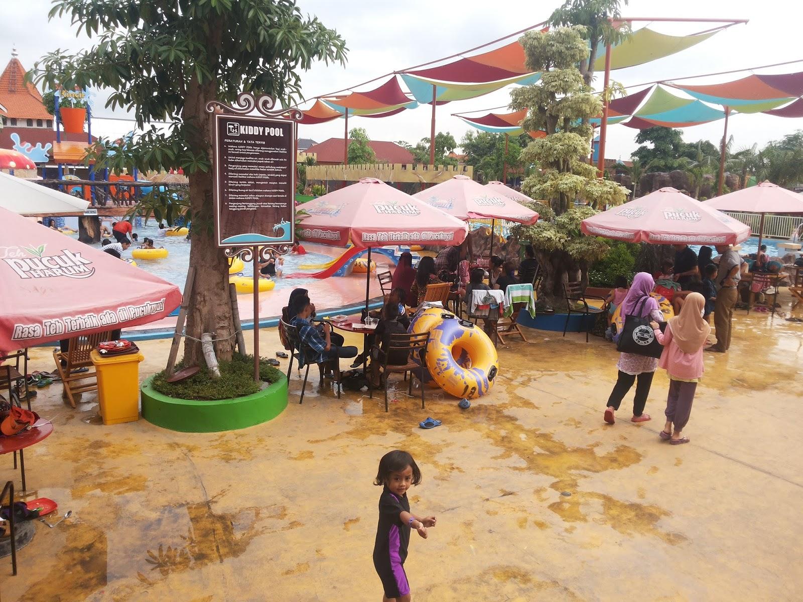 Reni Dwi Astuti Dynasty Water World Waterpark Asyik Athiyah Ketinggalan